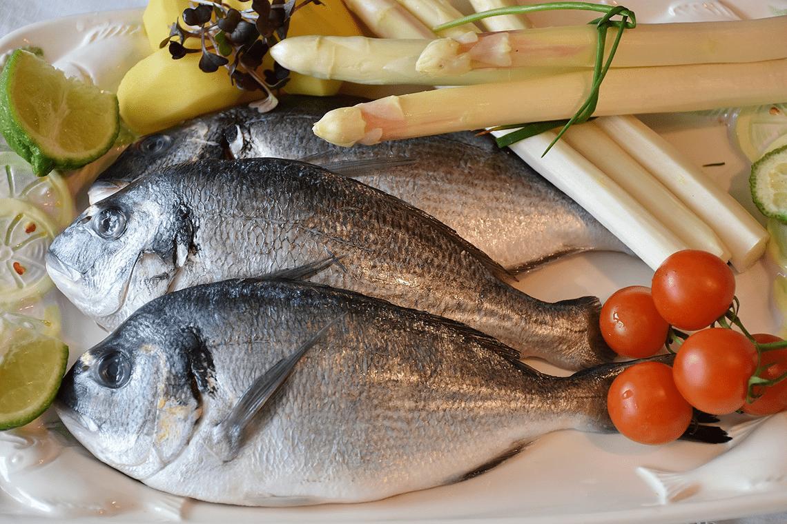 Pescado blanco o azul, ¿cuál eliges? El pescado azul tiene un índice superior de omega-3.