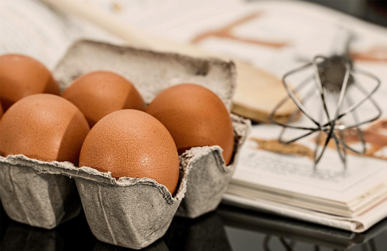 Como preparar huevos rellenos de salmón y aguacate